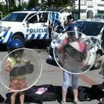 Crianças simulam motim e carga policial