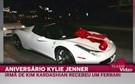Kylie Jenner recebe Ferrari no aniversário