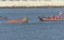 Dois corpos de pescadores encontrados dentro de arrastão