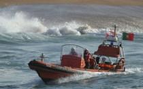 Seis pescadores resgatados na Nazaré