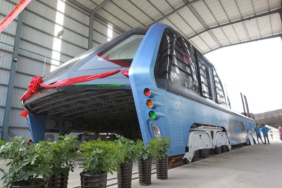 E esta? Um autocarro antiengarrafamentos que passa sobre os veículos