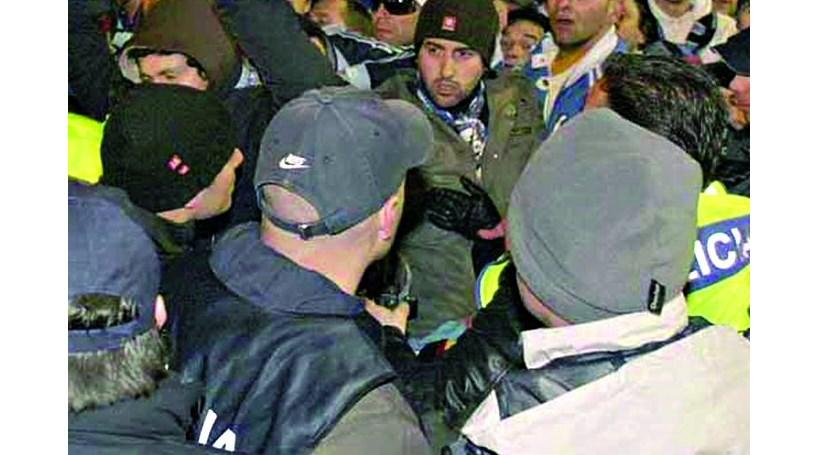 Polícia ajuda No Name a atacar Super Dragões