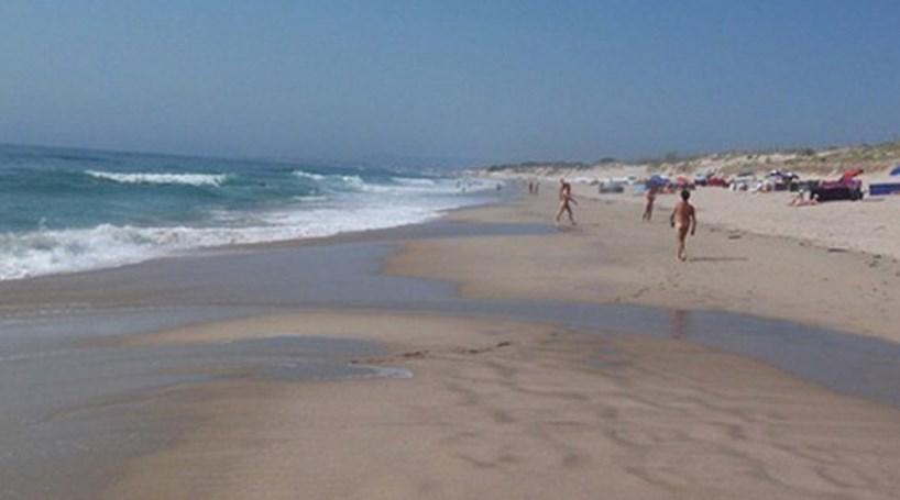 sexo em praia de nudismo lobopono