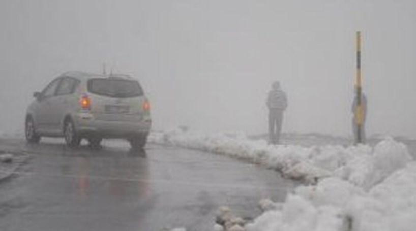 Neve corta dezenas de vias principais e secundárias