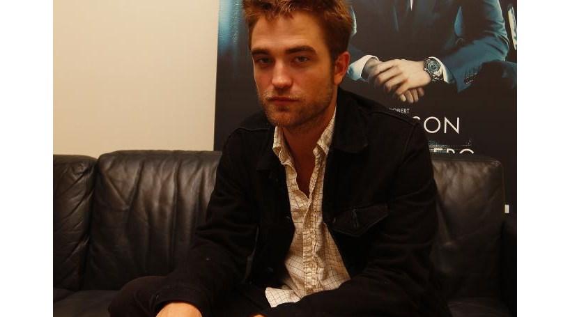 Fãs esperam o dia todo no CCB por Robert Pattinson