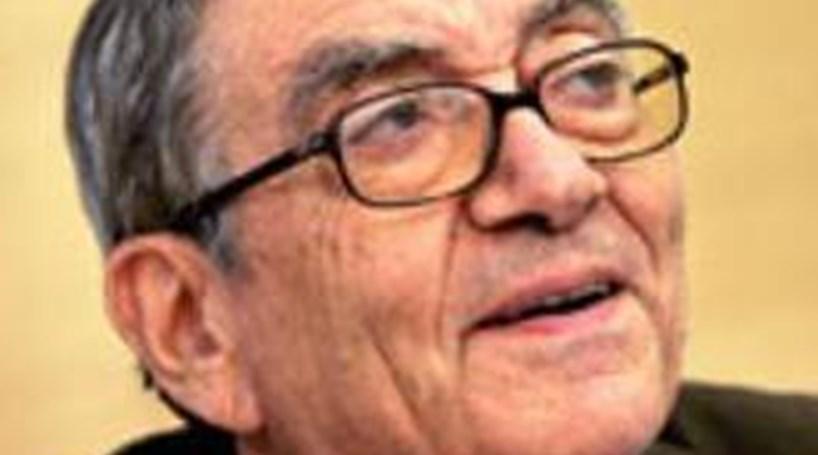 """Silva Lopes: Tratado orçamental é """"desastre completo"""""""