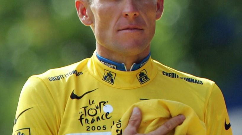 Lance Armstrong desiste de lutar contra acusações de doping