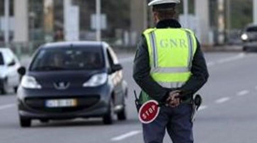 Governo aprova plano para reduzir para metade mortos nas estradas