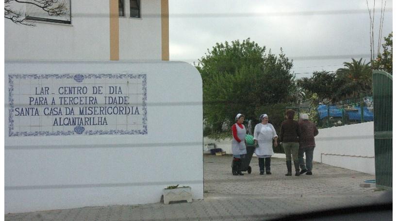 Surtos de cólera em Cuba e Angola