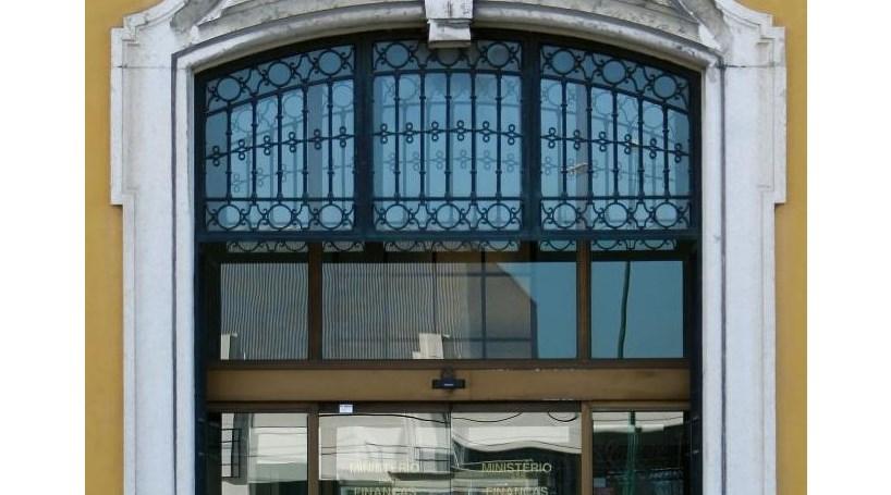 Câmaras arrastam extinção de empresas municipais