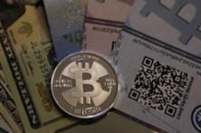 Bitcoin já vale mais de 10 mil dólares