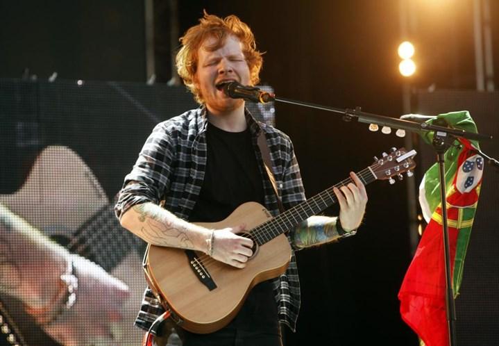 Ed Sheeran pediu a namorada em casamento: