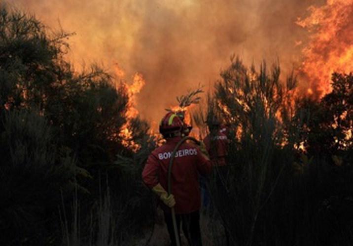 Avião de Marrocos reforça combate a incêndios