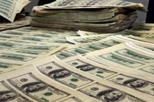 Menor entrega dinheiro que encontrou numa mala