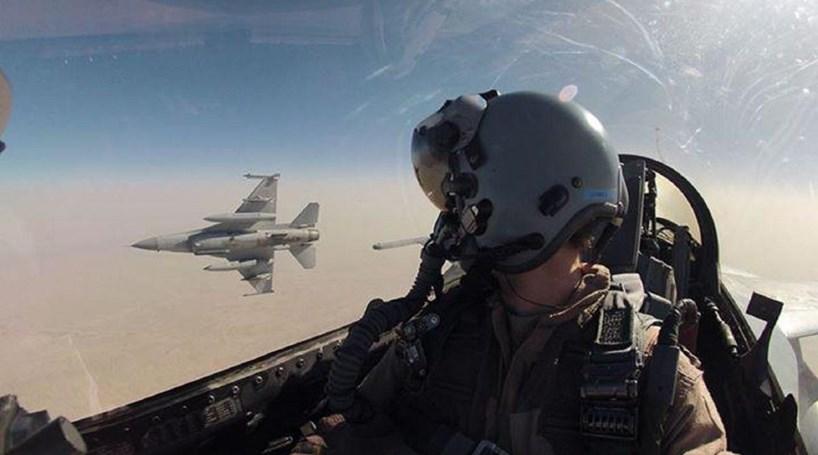 Piloto portugu s de f16 no afeganist o portugal correio da manh - Piloto photo studio ...