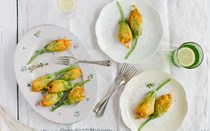 Aprenda a cozinhar flor de courgette recheada