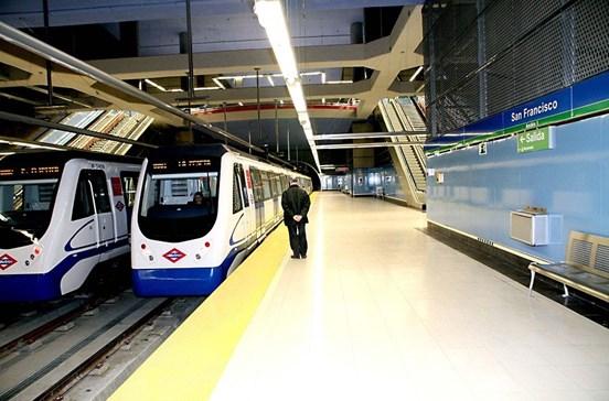 Menino fica sem pernas no metro de Madrid
