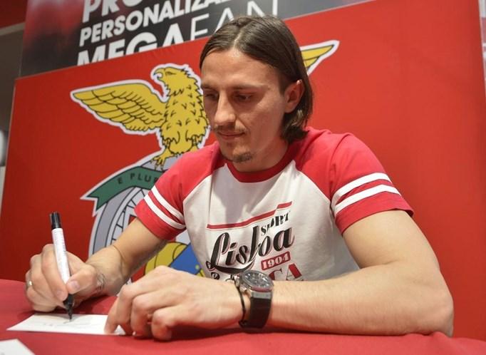 Benfica inicia Liga dos Campeões com empate