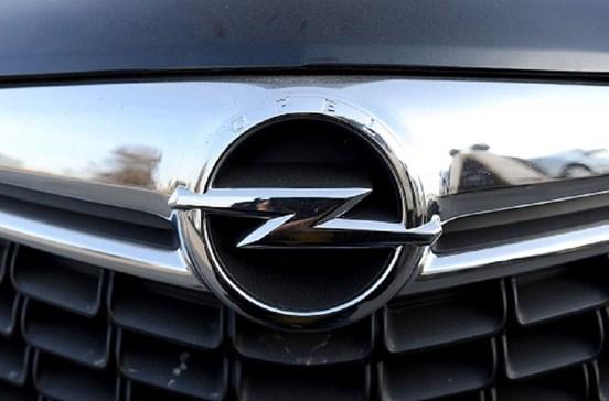 Peugeot e Citroën compram Opel à General Motors