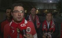 Águia 'Vitória' parte óculos a adepto do Benfica