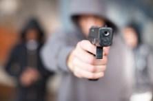 Terror em assalto a pastelaria em Santa Cruz
