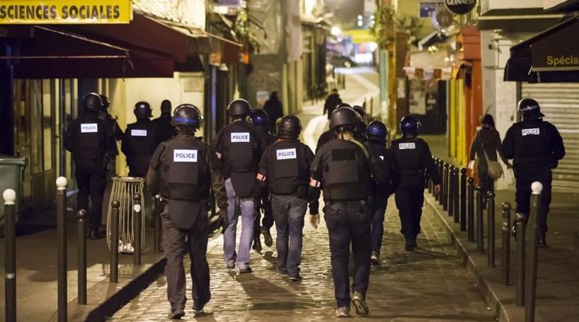 """Imprensa francesa fala em """"guerra em plena Paris"""""""
