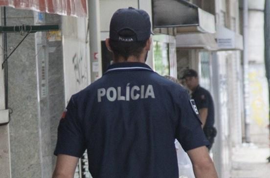 Três polícias feridos ao tentar impedir suicídio