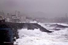 Cinco ilhas dos Açores em alerta devido à agitação marítima