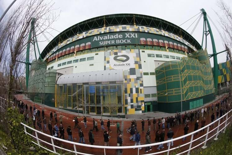 Início do Sporting-FC Porto adiado para depois do fecho das urnas