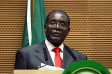 Presidente do Zimbabué ignora ultimatos e convoca gabinete ministerial
