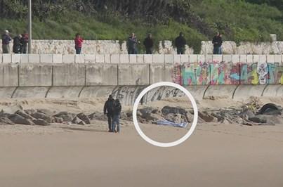 Corpo de Samira retirado do mar