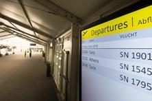 Aeroporto de Bruxelas cancela dezenas de voos