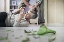 Idosas, doentes ou migrantes mais vulneráveis na violência doméstica