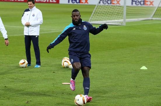 FC Porto confirma transferência de Varela para o Kayserispor