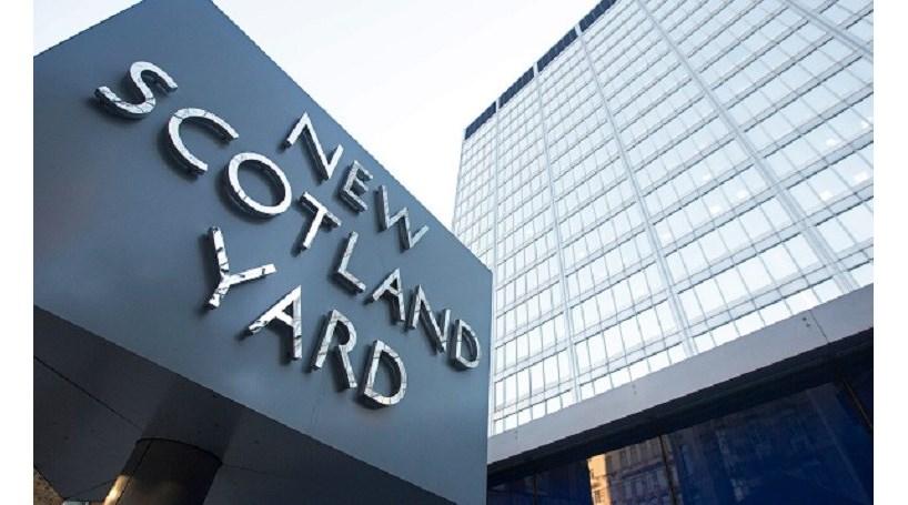 Polícia britânica acusa jovem de ataques com ácido