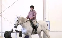 O médico aconselha andar a cavalo