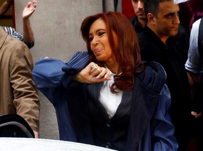 Tribunal argentino decreta prisão preventiva da ex-presidente Cristina Kirchner
