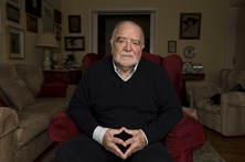 """Manuel Alegre critica """"falência do Estado"""" por """"desleixo, incompetência e amiguismos"""""""