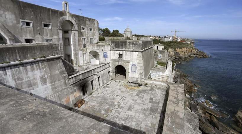 Forte de Salazar abandonado e degradado