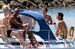 Filha de Mourinho em barco de luxo no Algarve
