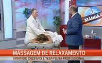 Maya faz massagem em direto