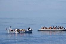 Quatro pessoas mortas em embarcação ao largo da Líbia