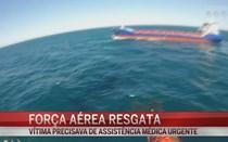 Força aérea resgata tripulante de navio