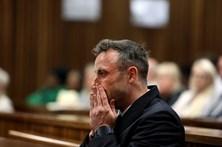 Pena de Oscar Pistorius por morte da namorada aumentada para 13 anos