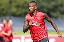 Benfica confirma empréstimos de Talisca e Ola John
