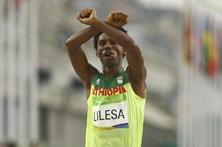 Atleta que fez gesto político após maratona não regressa à Etiópia