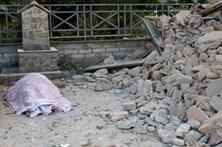 Ainda há corpos nos escombros em Itália