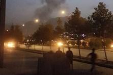 Explosão e tiroteio em universidade americana em Cabul