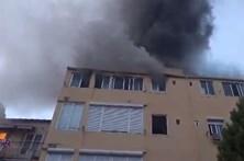Prédio a arder no centro de Lisboa