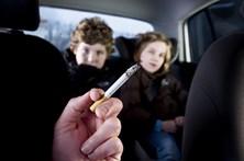 Multa para quem fumar em veículos com crianças